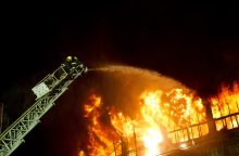 Palangoje degė medinius namus gaminančios įmonės patalpos