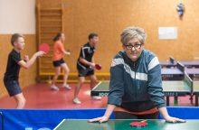 Perliukai žiba ir pelenuose: stalo teniso talentai treniruojasi pusrūsyje