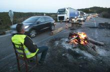 """Prancūzijoje mirė sunkvežimio partrenktas """"geltonųjų liemenių"""" protestuotojas"""