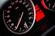 Žalingas įprotis: greitkeliuose lietuviai akceleratorių spaudžia per stipriai