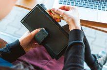 Naujovė: draudžiama taikyti papildomus mokesčius už atsiskaitymus kortelėmis