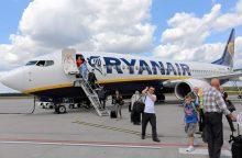 """Po """"Brexit"""" sukrėtimo """"Ryanair"""" stabdo maršrutų plėtrą Didžiojoje Britanijoje"""