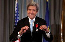 J. Kerry įteiktas aukščiausias Prancūzijos apdovanojimas