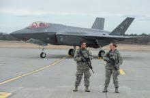 Į Estiją atskrido modernūs JAV naikintuvai F-35