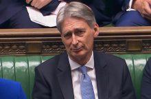 """Ph. Hammondas: """"Brexit"""" pereinamasis laikotarpis gali tęstis iki 2022-ųjų"""