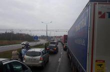 Lietuvos ir Lenkijos pasienyje dėl avarijos susidarė didžiulės automobilių spūstys