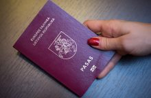 Valdantieji siūlo nuleisti kartelę referendumui dėl pilietybės