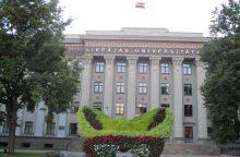 Alkoholio įsigyti negalinčius 18-mečius Latvijos bendrovė kviečia švęsti užsienyje