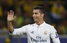 """""""Real"""" žvaigždė C. Ronaldo kaltinamas specialiai įspyręs M. Schmelzeriui"""