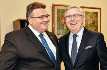 Ministras su buvusiu Europos Parlamento vadovu P. Coxu aptarė reformas Ukrainoje