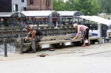 Mieste įsibėgėjo suoliukų atnaujinimas