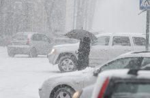 Keliai – slidūs: Vakarų ir Pietvakarių Lietuvoje sninga