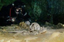 Meksikoje povandeniniame urve archeologai aptiko fosilijų ir majų relikvijų