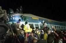 Indijoje per traukinio katastrofą žuvo mažiausiai 32 žmonės