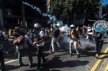 Venesueloje tęsiasi pikti protestai prieš prezidentą