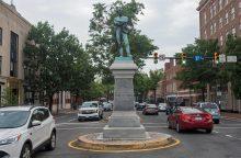 JAV miestuose griuvo Konfederacijos paminklai