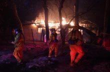 Pietų Kalifornijoje siaučiantys gaisrai grasina kitiems miestams