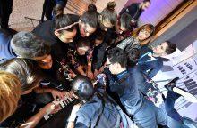 20 žmonių pagrojo vienu pianinu ir pasiekė pasaulio rekordą
