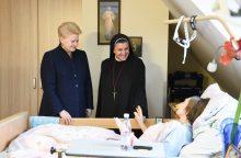 D. Grybauskaitė lankė nepagydomus ligonius