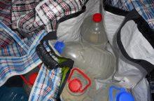 Rukloje moteris vežėsi 130 litrų alkoholio