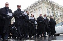 Vilniaus Gedimino prospektu žygiavo advokatai