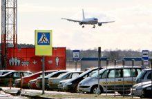 Pasieniečiai Palangos oro uoste antrankiais surakino girtą keleivį
