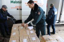 """Tūkstančiai pakelių konfiskuotos kavos iškeliavo """"Maisto bankui"""""""
