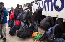 """Iš Kalė """"Džiunglių"""" pirmąją operacijos dieną evakuota 2 318 migrantų"""