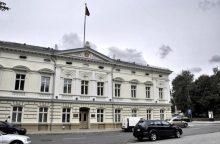 Klaipėdos miesto mero priimamajame – senolis su ginklu
