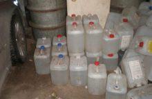 Raseinių rajono gyventojo automobilyje – 139 litrai naminės degtinės