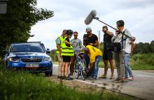 Labdaringas dviračių maratonas: dalyviai taisė dviratį, melžė karvę